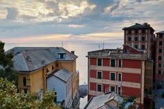 Tarde en la aldea de Camogli cerca de Génova Foto de archivo libre de regalías