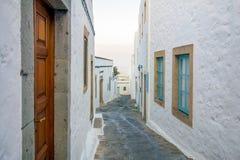 Tarde en las calles de la isla de Patmos, Dodecanese, Grecia Imagen de archivo