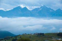 Tarde en un pueblo de la mucha altitud Imagenes de archivo