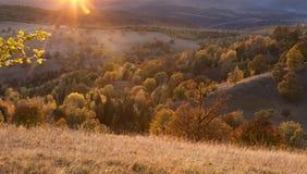 Tarde hermosa del otoño en Transilvania imágenes de archivo libres de regalías