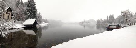 Tarde invernal no lago sangrado, Eslovênia Fotografia de Stock Royalty Free