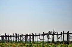 Tarde na ponte de U-Bein Imagens de Stock