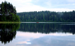 Tarde pacífica por el lago, II imagen de archivo