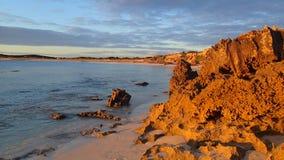 Tarde posterior de la roca de la playa Fotos de archivo libres de regalías