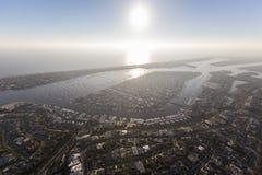 Tarde Sun do porto da praia de Newport e névoa foto de stock royalty free