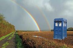 Tardis土地在有彩虹的草甸 图库摄影