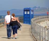 Tardis arrive sur le pilier de Kent photographie stock
