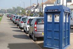 Tardis parkerade upp vid kerben Royaltyfri Bild