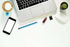 target1166_0_ biznesmena biurka biurowy sieci biel Obrazy Stock