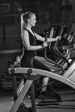 target552_0_ gym maszynowego bieg kobiety potomstwa Bieg na maszynie Zdjęcie Royalty Free
