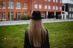 TARGET412_0_ kapelusz ładna dziewczyna obraz stock