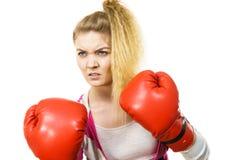 target1134_0_ kobiety gniewne bokserskie rękawiczki Fotografia Royalty Free