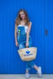 target683_1_ lato zielonej kobiety backgroun kwiaty Zdjęcia Royalty Free