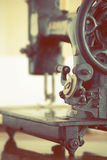 target1190_1_ odizolowywający maszynowej ścieżki szwalny rocznik Obraz Stock