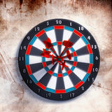 Target over grunge background Royalty Free Stock Images