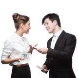 TARGET110_1_ pieniądze młodzi szczęśliwi ludzie biznesu Zdjęcia Royalty Free