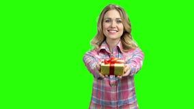 TARGET626_1_ prezent m?oda kobieta zbiory wideo