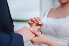 target2014_1_ ringowy ślub zdjęcie royalty free