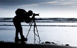 target2097_0_ rzecznego drewno mężczyzna krajobrazowy fotograf Obrazy Royalty Free