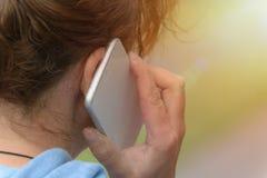target1523_0_ telefon komórkowy kobieta obrazy royalty free