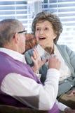 target0_1_ leżanki pary szczęśliwy senior wpólnie obrazy royalty free