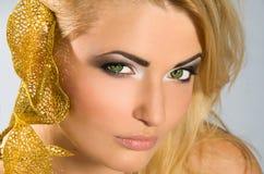 TARGET1004_1_ złotej kalii lilly blondynka w biel sukni Zdjęcia Stock