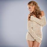 TARGET1045_0_ blondynki ładna dziewczyna podczas gdy odizolowywający Zdjęcie Stock