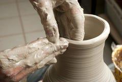 TARGET1152_0_ słój ręki garncarka, Zdjęcie Stock