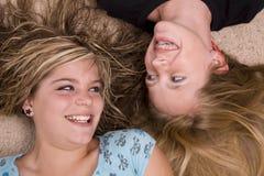 target1158_0_ target1159_0_ podłogowe eachother dziewczyny Zdjęcia Stock