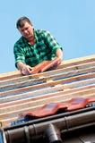 target1359_0_ płytka dachowego pracownika zdjęcie stock