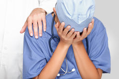 target1452_1_ doktorskiej pielęgniarki smutny spęczenie Zdjęcia Stock