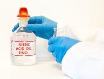 TARGET167_1_ azotowego kwas w laboratorium Obrazy Stock