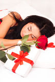 target1710_1_ róże posypywać dziewczyn łóżkowi serca Fotografia Royalty Free