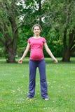 target1936_0_ parkowego kobieta w ciąży Zdjęcie Stock
