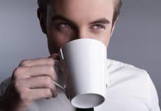 target2166_0_ macho potomstwa atrakcyjny coffe obraz royalty free