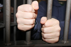 TARGET229_0_ target230_0_ dosięgać mężczyzna w więzieniu Fotografia Royalty Free