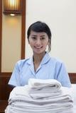 target2713_0_ izbowych ręczniki hotelowa gosposia fotografia royalty free