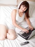 target310_1_ kobiety działanie atrakcyjny puszek obraz stock
