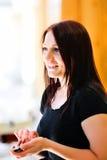 TARGET360_1_ telefon komórkowy atrakcyjna młoda kobieta Zdjęcie Royalty Free