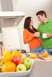 target41_0_ szczęśliwą kuchnię kawowa para Fotografia Royalty Free