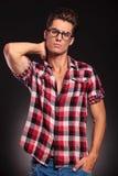 TARGET425_0_ szkła moda przystojny mężczyzna Fotografia Stock