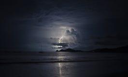 TARGET490_1_ w ciemnym oceanie obraz royalty free