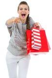 TARGET673_0_ w kamerze kobieta z torba na zakupy fotografia stock
