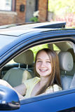 TARGET774_0_ nastoletnia dziewczyna uczenie Zdjęcia Royalty Free