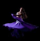 TARGET810_1_ orientalnego tana brunetki młoda kobieta Obraz Royalty Free