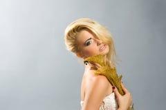 TARGET953_1_ złotej kalii lilly blondynka w biel sukni Zdjęcia Stock