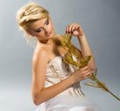 TARGET970_1_ złotej kalii lilly blondynka w biel sukni Obrazy Royalty Free