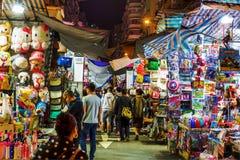 Targowa scena przy Świątynną ulicą, Hong Kong, przy nocą Zdjęcia Stock