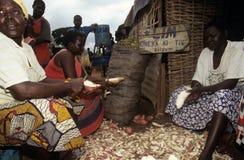 Targowa scena w wiosce, Uganda Obraz Stock