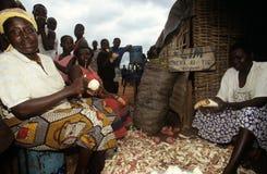Targowa scena w wiosce, Uganda Zdjęcia Stock